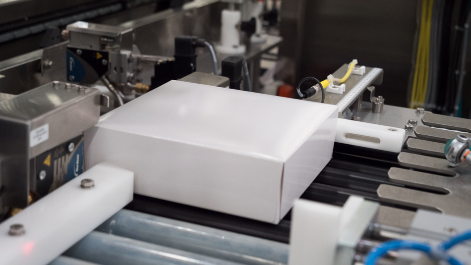 Carton closer for hand-pack operations