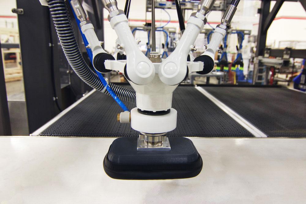 Robotic case packer delta pick up head