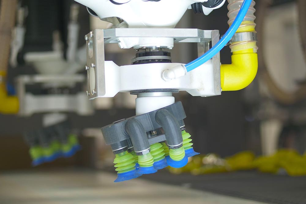 Robotic pick up head with optional head design