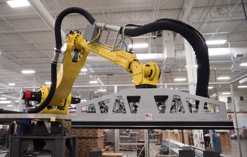 Robotic palletizing system end of arm tooling